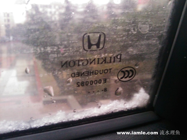 车窗边的雪